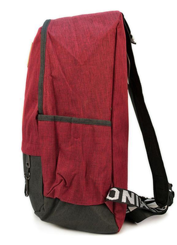 Мужской городской рюкзак красный с черным 19 л - Фото 3