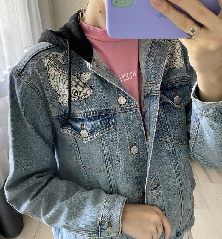 Джинсовка, джинсовая куртка с капюшоном и нашивками topshop - Фото 6