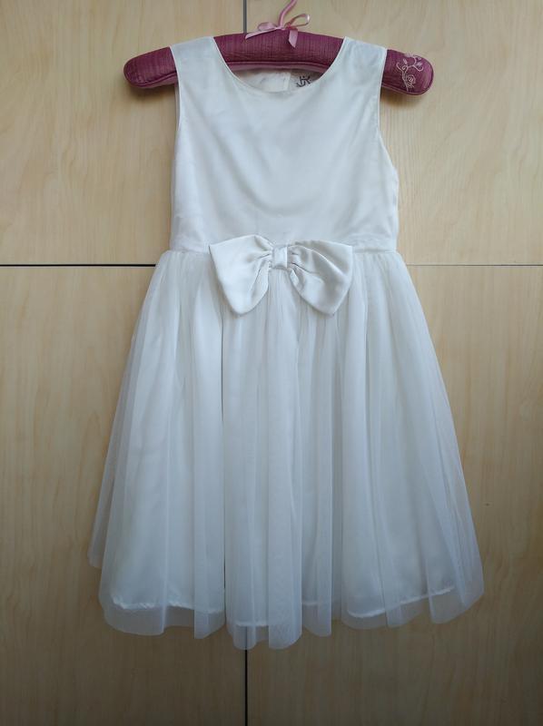 Красивенное нарядное платье bhs на 6-7 лет