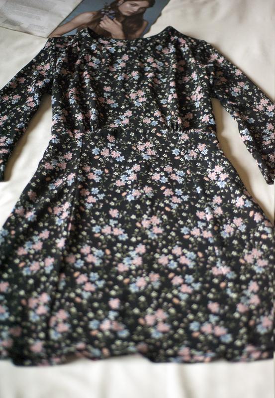 Красивенное платье с цветочным принтом divided, размер m - Фото 4