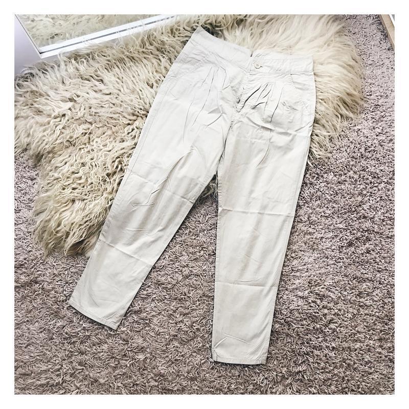 Светлые штаны от stradivarius