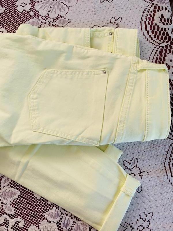 Джинсы скини лимонного цвета Marks & Spencer - Фото 7