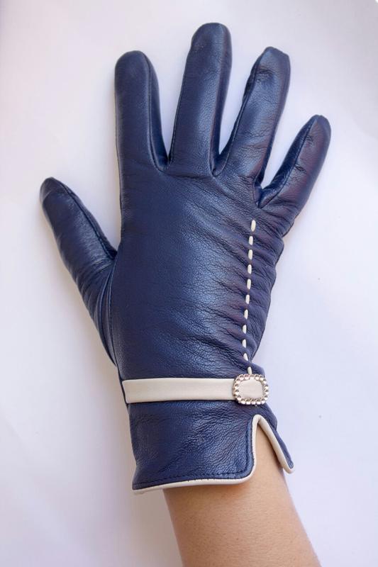 Поделиться:  перчатки натуральная кожа , синие.