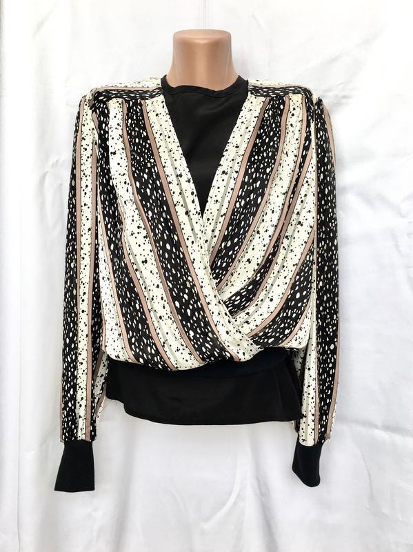 Полная распродажа!! шикарная блуза на запах с принтом, с рукав...
