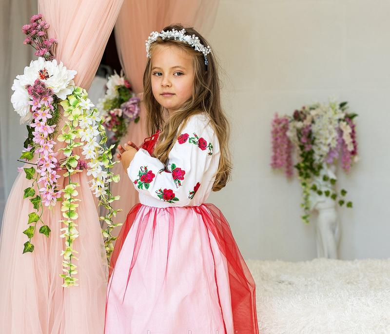 Платье для девочки с вышивкой Розочки