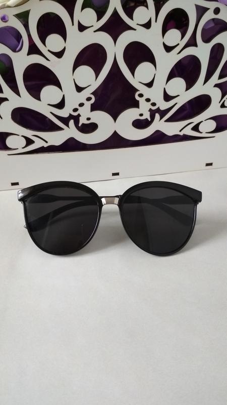 Солнцезащитные очки , окуляри сонцезахисні.
