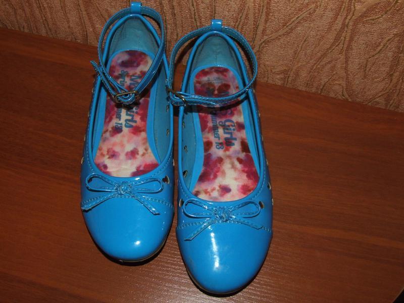 Лаковые туфли девочке m&s стелька 21,6см 3/35размер