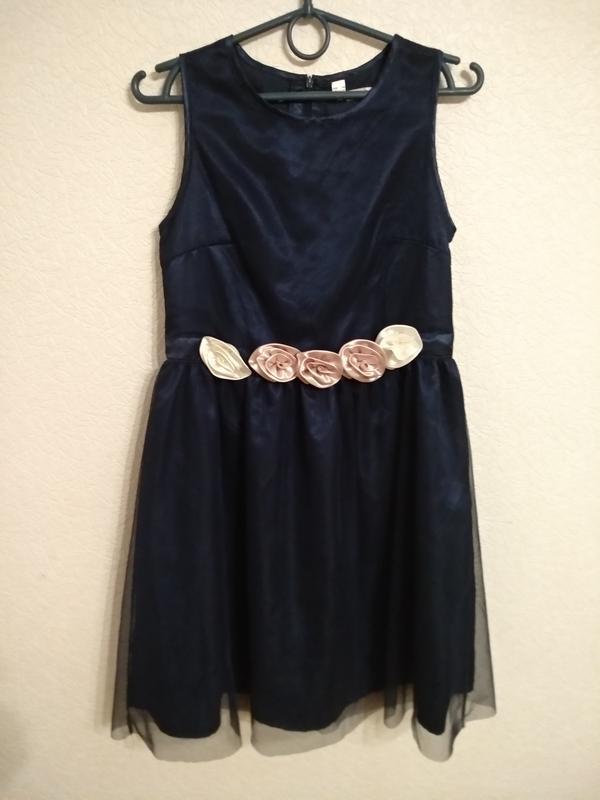 Нарядное праздничное платье на девочку