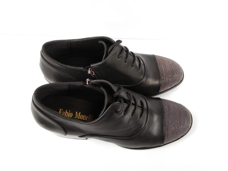 Туфли на широком каблуке с металлическим декором - Фото 2