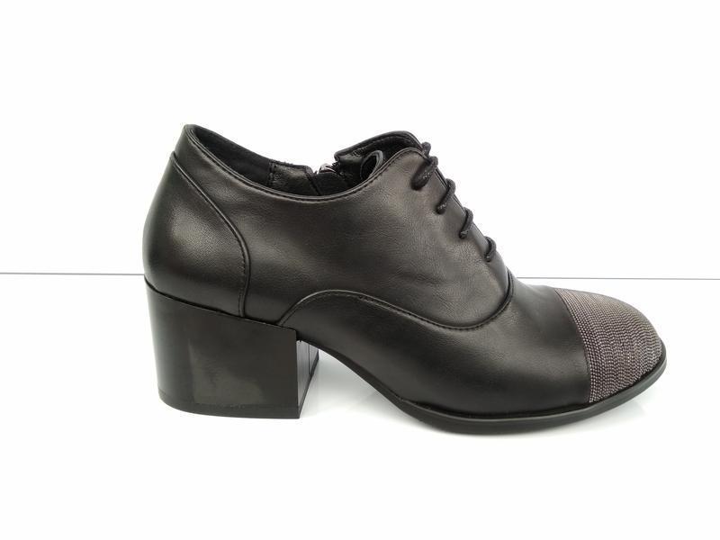 Туфли на широком каблуке с металлическим декором - Фото 4