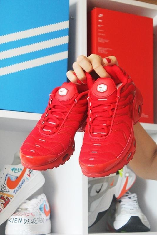 Мужские сочные ярко красные кроссовки nike air max tn red.