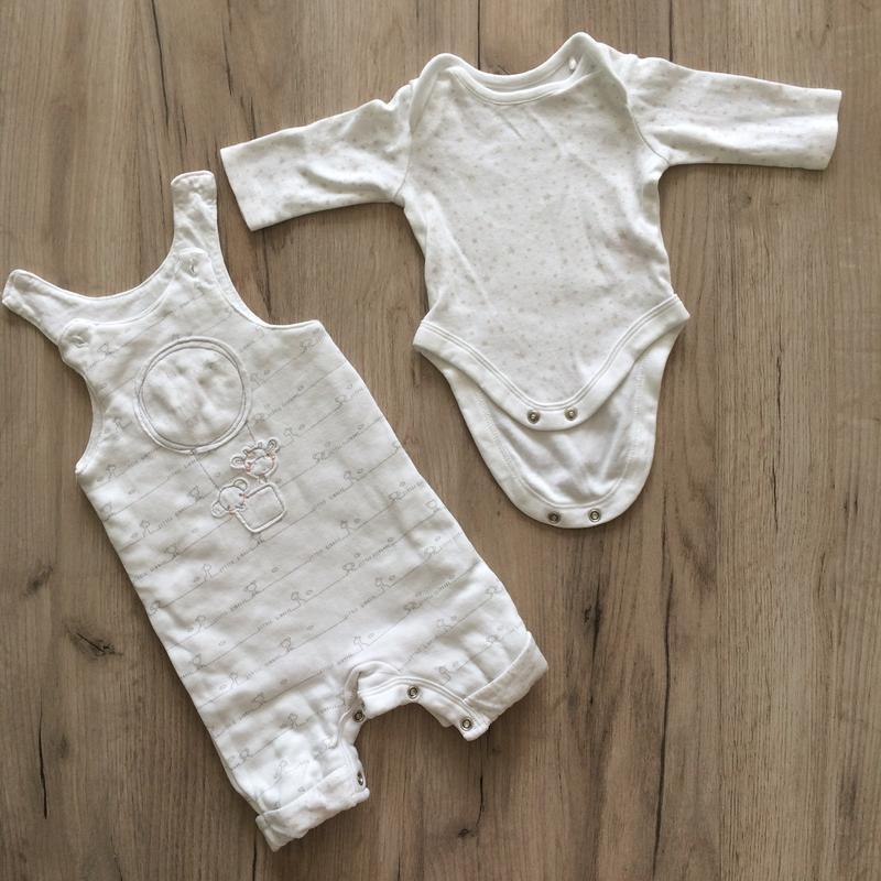 Белый костюмчик mothercare (боди и полукомбинезон)
