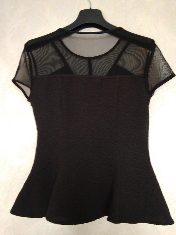 Красивая блуза баска бренда guess,размер м