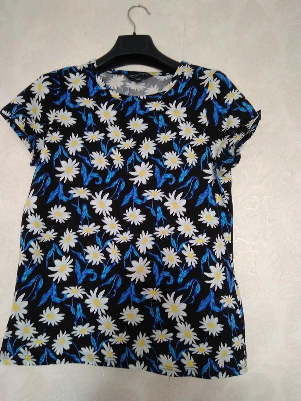 Принтовая футболка в цветы ромашки бренда dorothy perkins,р.16
