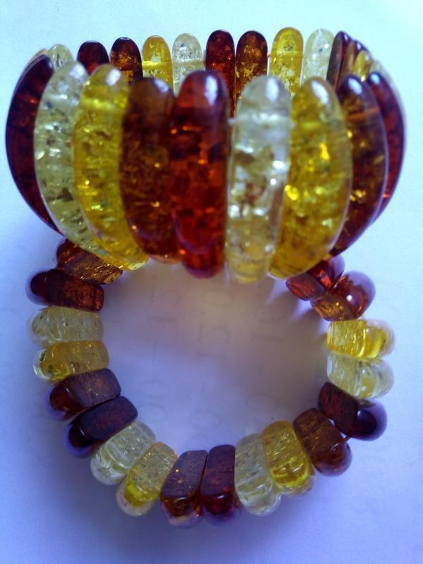Широкий браслет из янтаря