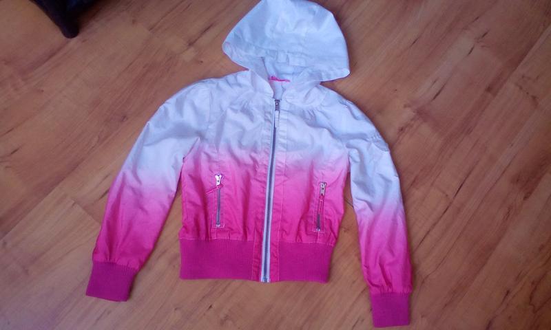 Красивая курточка демисезонная, ветровка на 8-9 лет
