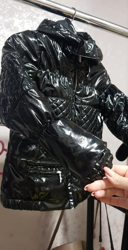 Лакированная куртка пуховик на девочку 4-5 лет zara