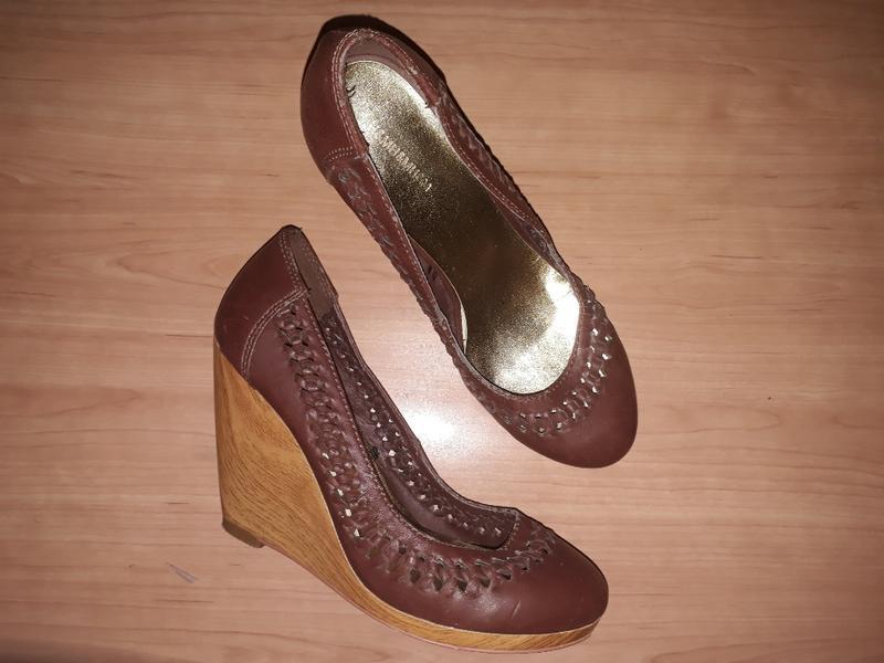 Туфли h&m коричневі шоколадні класичні на деревяній платформі :)