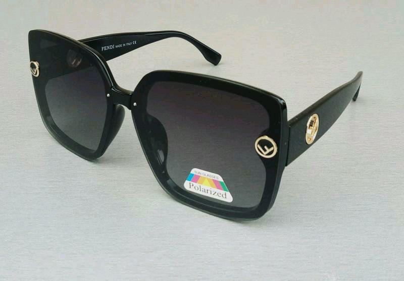 Женские солнцезащитные очки Fendi - Фото 2