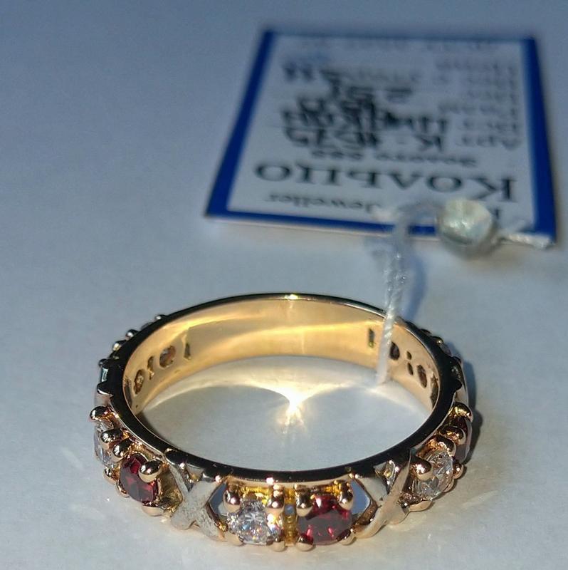 Золотое брендовое кольцо