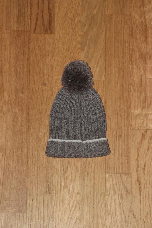 Комплект теплых демисезонных шапочек мальчику