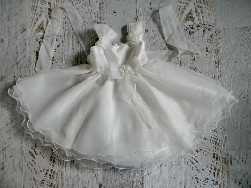 Белое пышное нарядное платье 3-5 лет