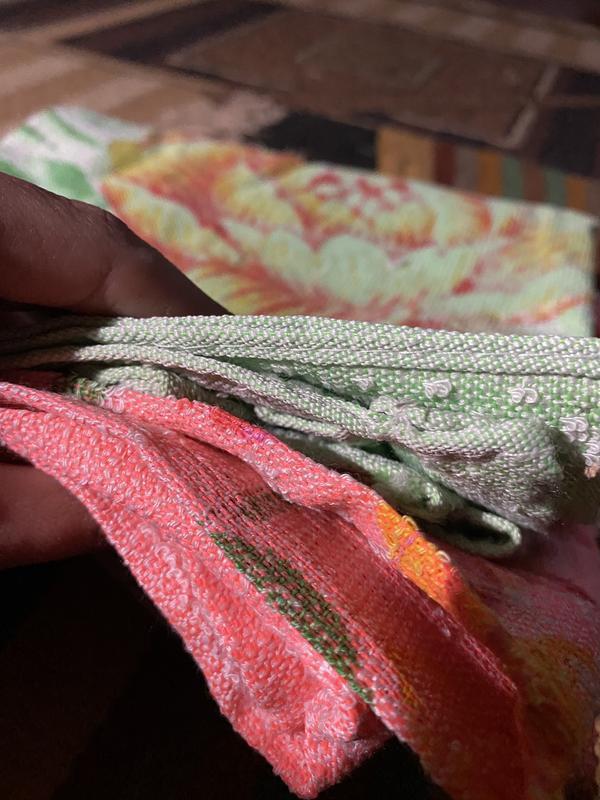 Яркое махровое легкое тонете полотенце в цветах - Фото 6