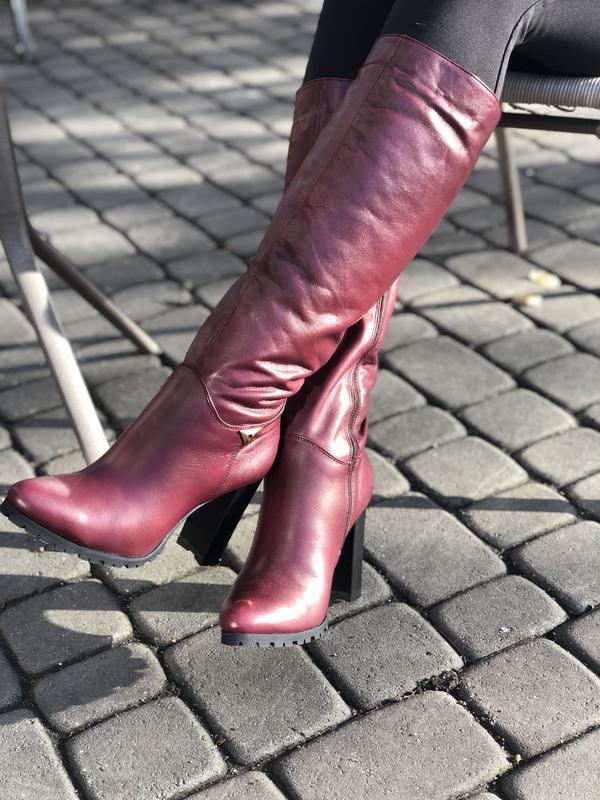 Зимние сапоги бордового оттенка на высоком каблуке 39,40