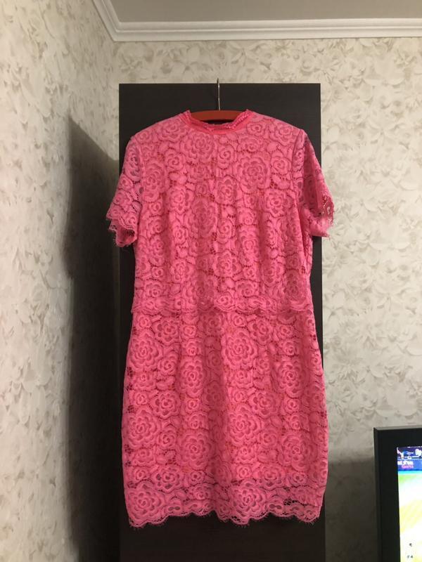 Ярко розовое гипюровое платье definition, новое!