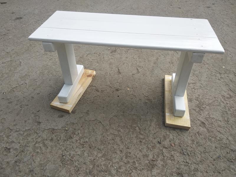 Столик для кровати. Скандинавский стиль
