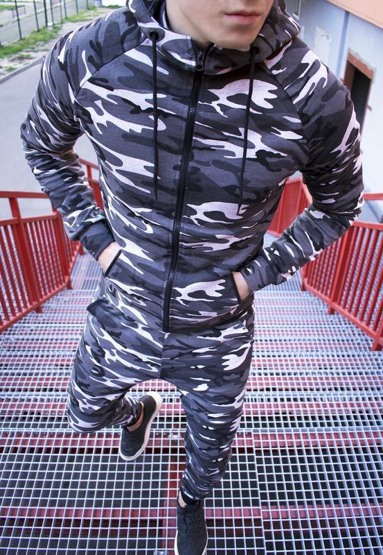 Топовый мужской спортивный костюм