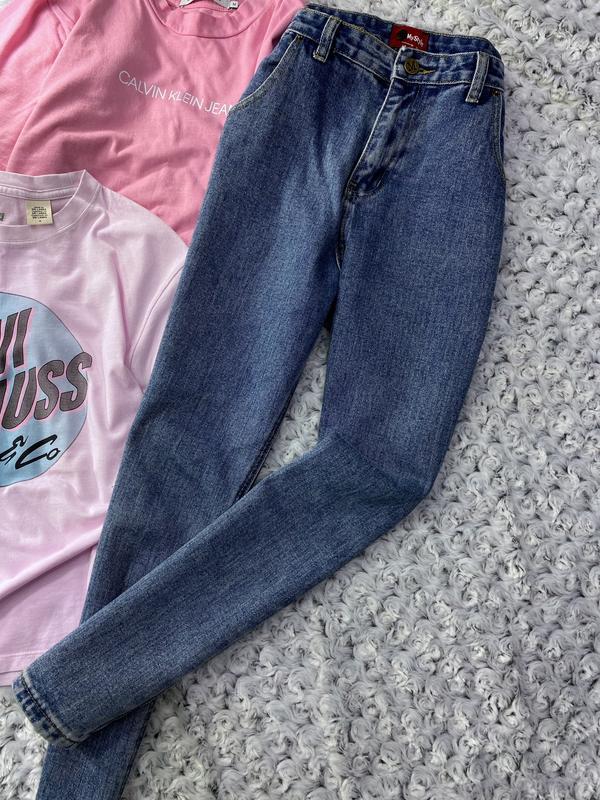 Высокие джинсы мом