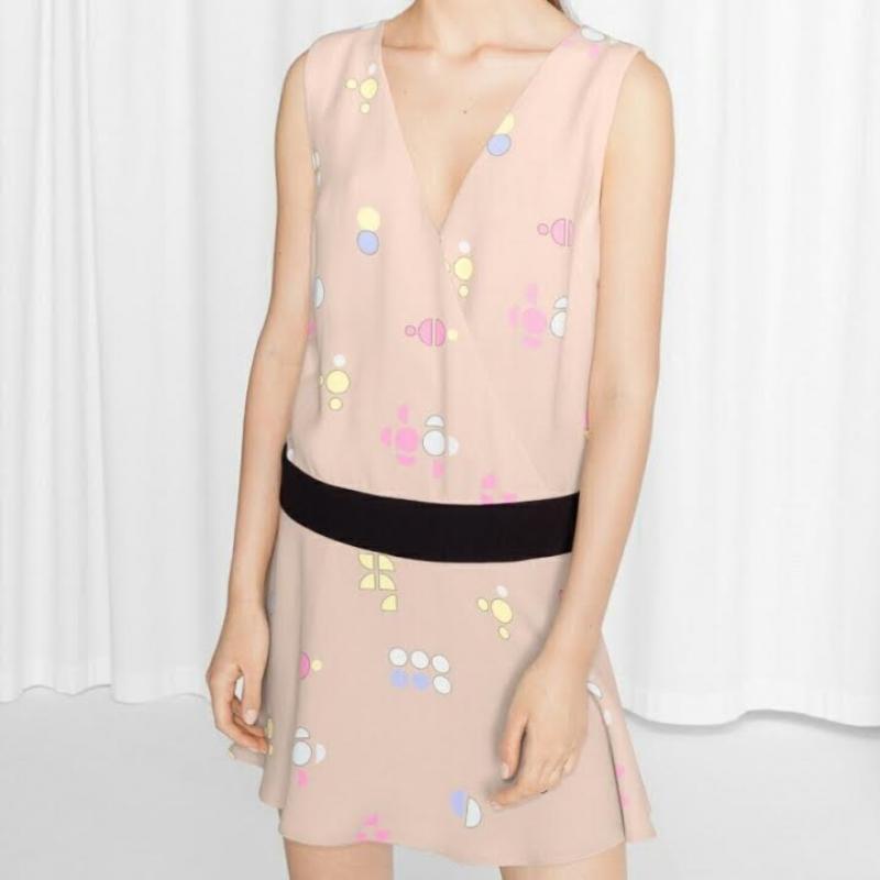 Пудровое платье с геометрическим принтом, теннисное мини-плать...