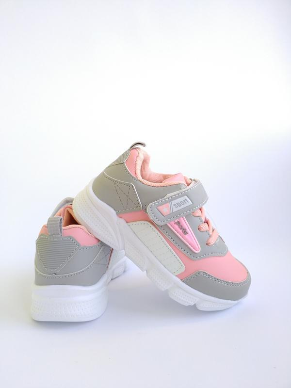 Розовые кроссовки на девочку
