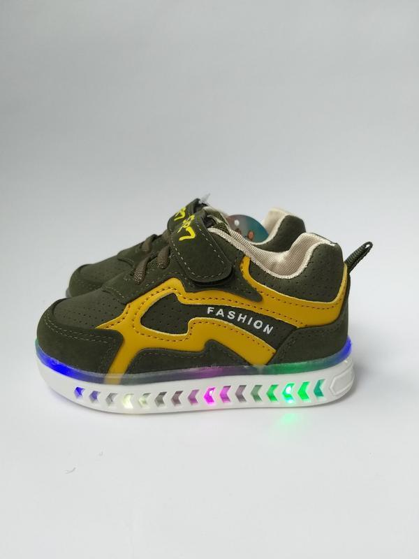 Кроссовки на мальчика со светящийся подошвой
