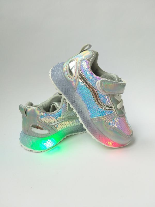 Кроссовки на девочек со светящейся подошвой
