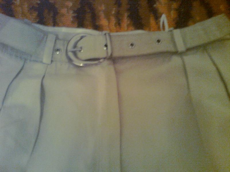 Элегантные брюки хорошего качества с карманами , пояс с металл... - Фото 2