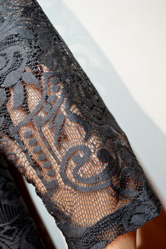 Красивое свободное платье миди в кружево с красивыми рукавами - Фото 3