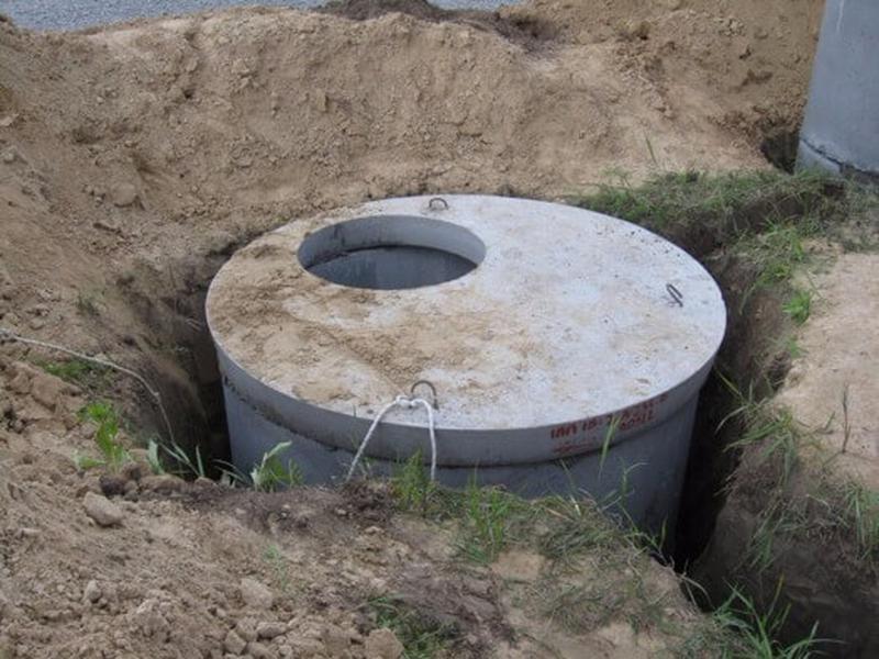 Сливная яма с ж/б колец.