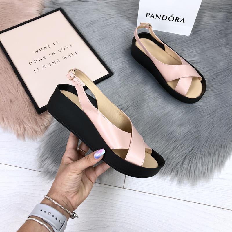 Кожаные босоножки сандалии на подошве с бортиком