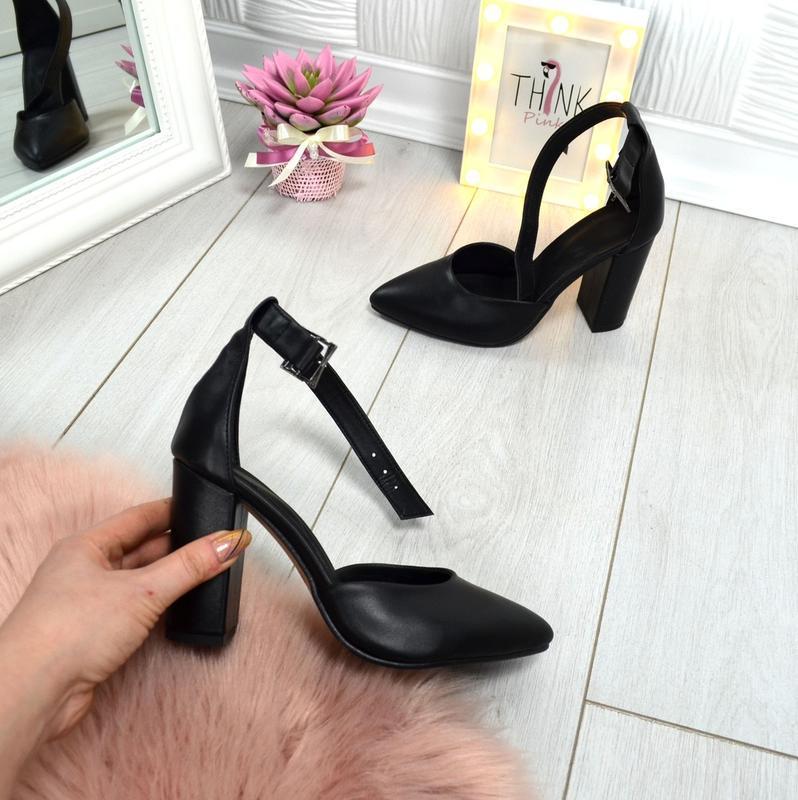 Кожаные туфли лодочки с чокером с ремешком с острым носком