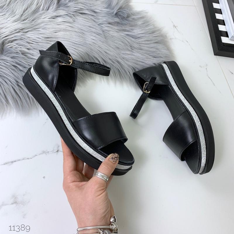 Кожаные босоножки сандалии с закрытой пяткой на ремешке