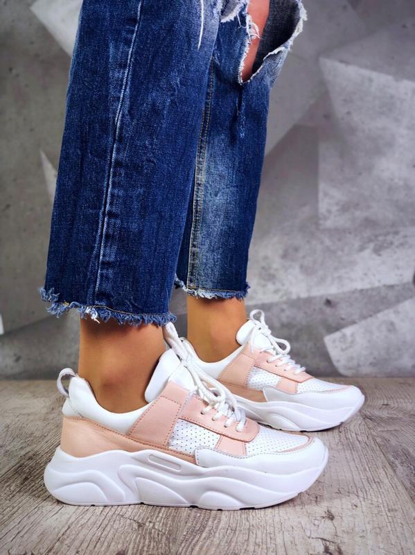 Белые розовые пудровые кожаные кроссовки с перфорацией на масс...