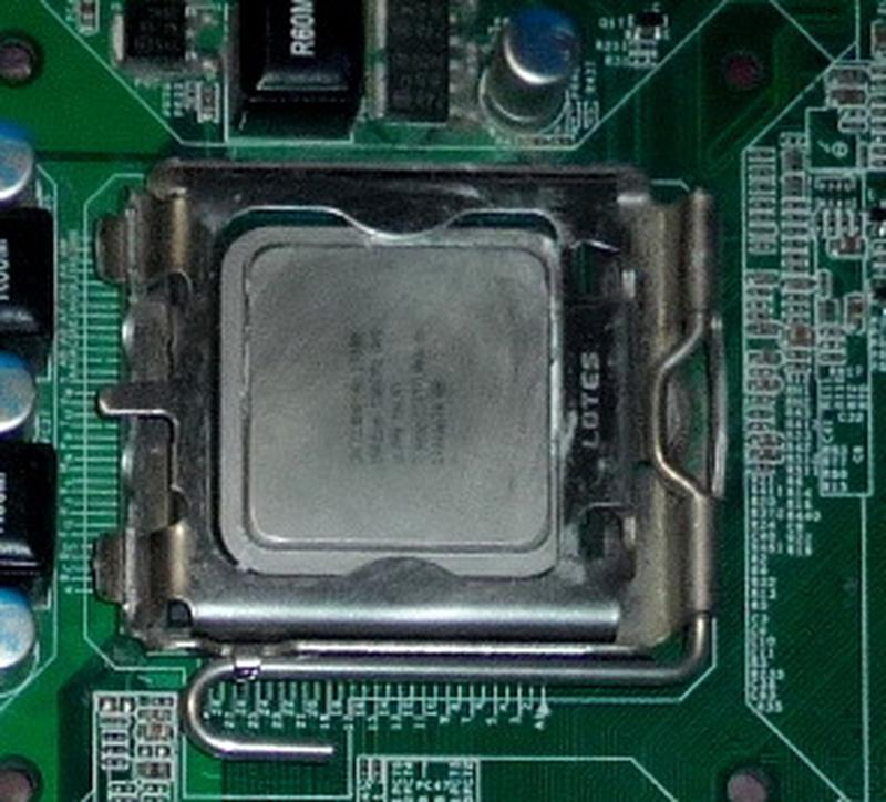 Процессор Intel Core 2 Duo E7300.