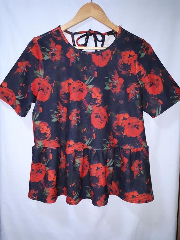 Красивая блузка в цветочный принт раз. xl