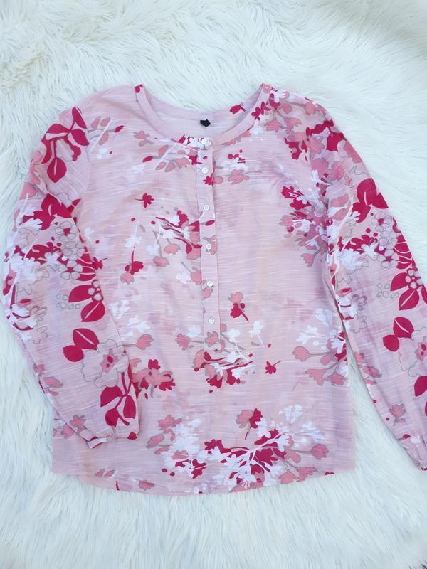 Котоновая пудровая блузка в цветочный принт раз. xl-xxl
