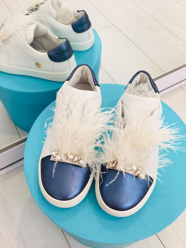 Miss blumarine кожаные туфли слипоны с жемчугом и перьями италия