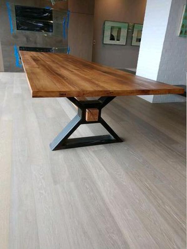 Изготовлением столов любой сложности в стиле лофт