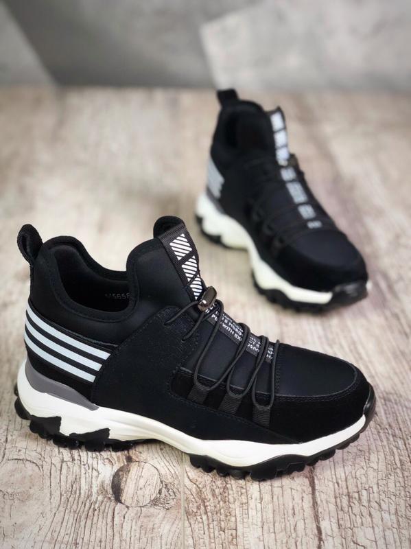 Эффектные замшевые высокие кроссовки