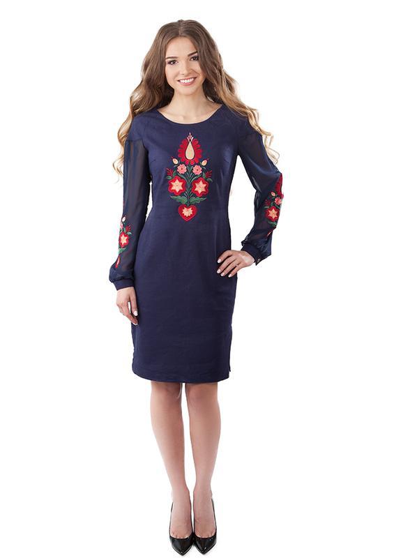 Женское платье с вышивкой